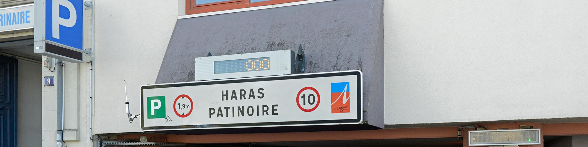 parking-haras-patinoire